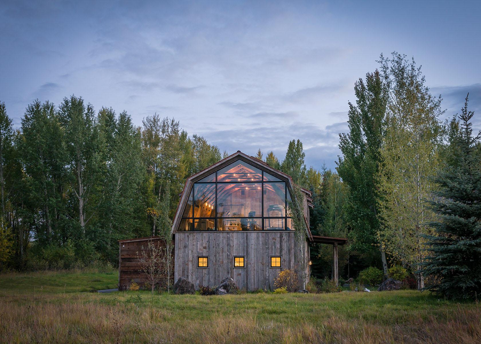 WyomingRusticBarnHouse_2