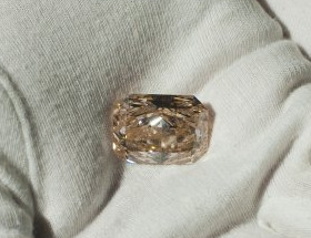 Queen Elizabeth's 35 karat pink diamond