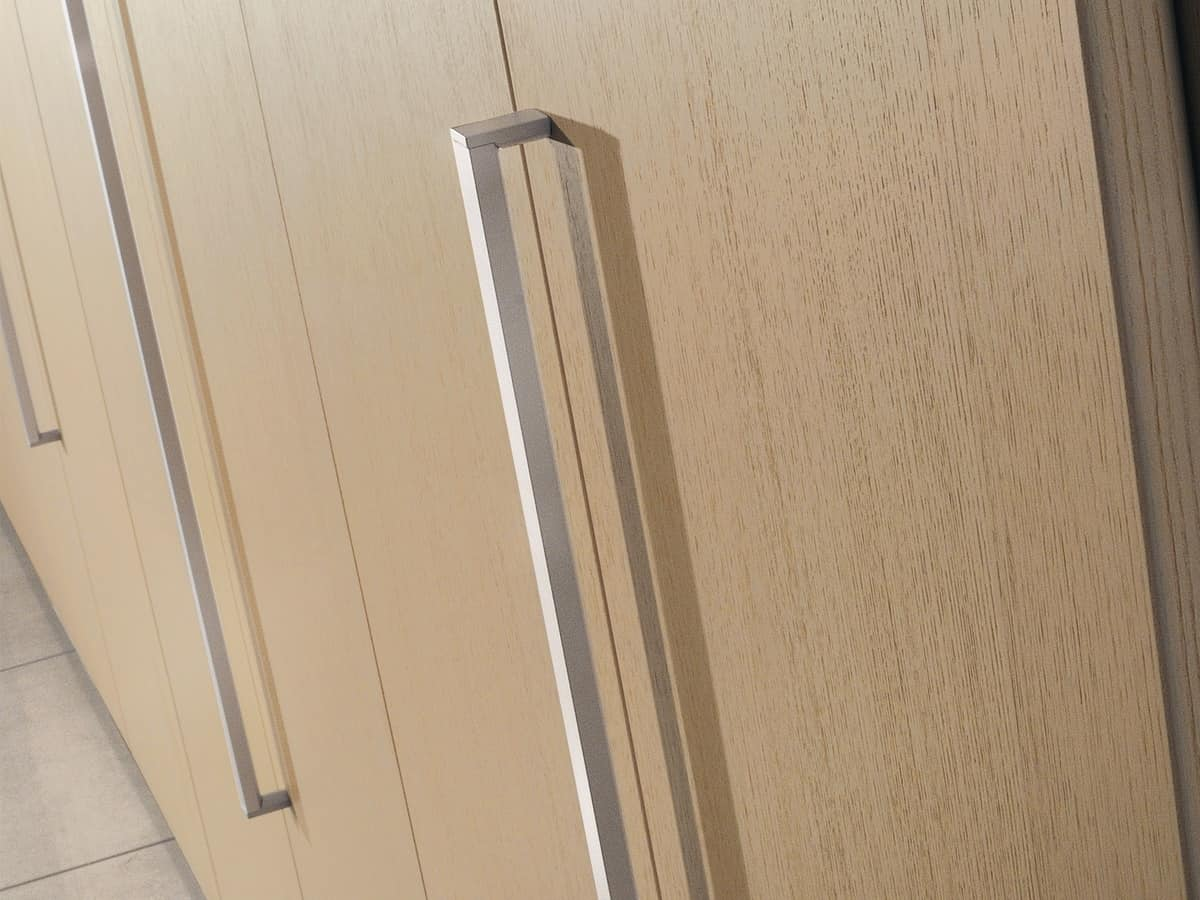 Armadio modulare con maniglie in metallo per ufficio