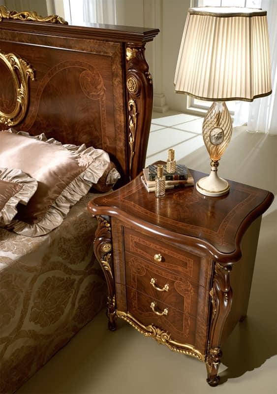 Comodini classici di lusso in legno intagliato per