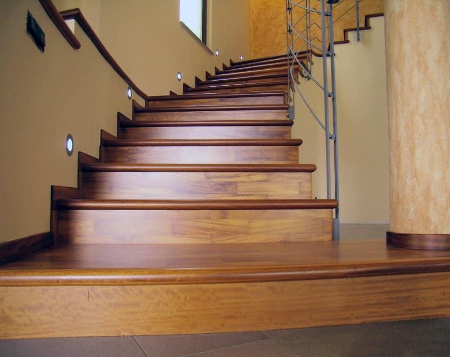 Rivestimento per scale in legno per alberghi e ville