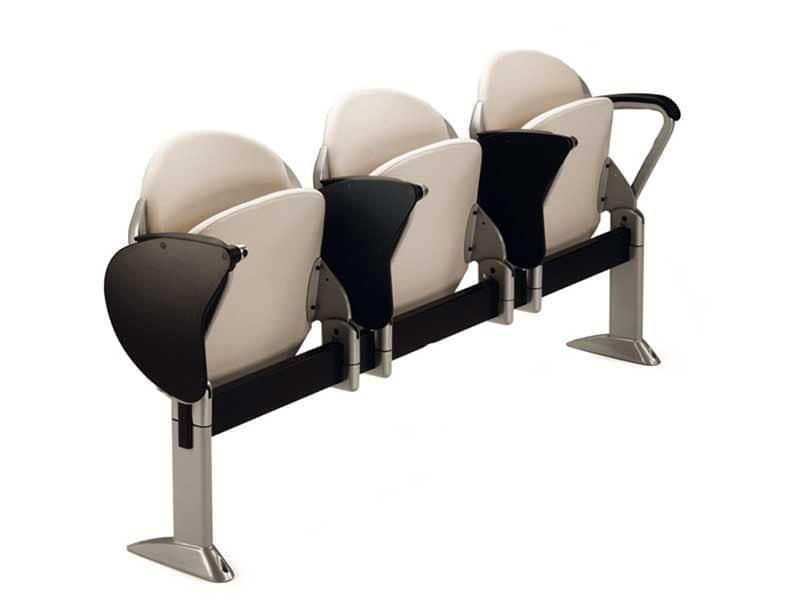 Sedia su barra con seduta ribaltabile per sala conferenza