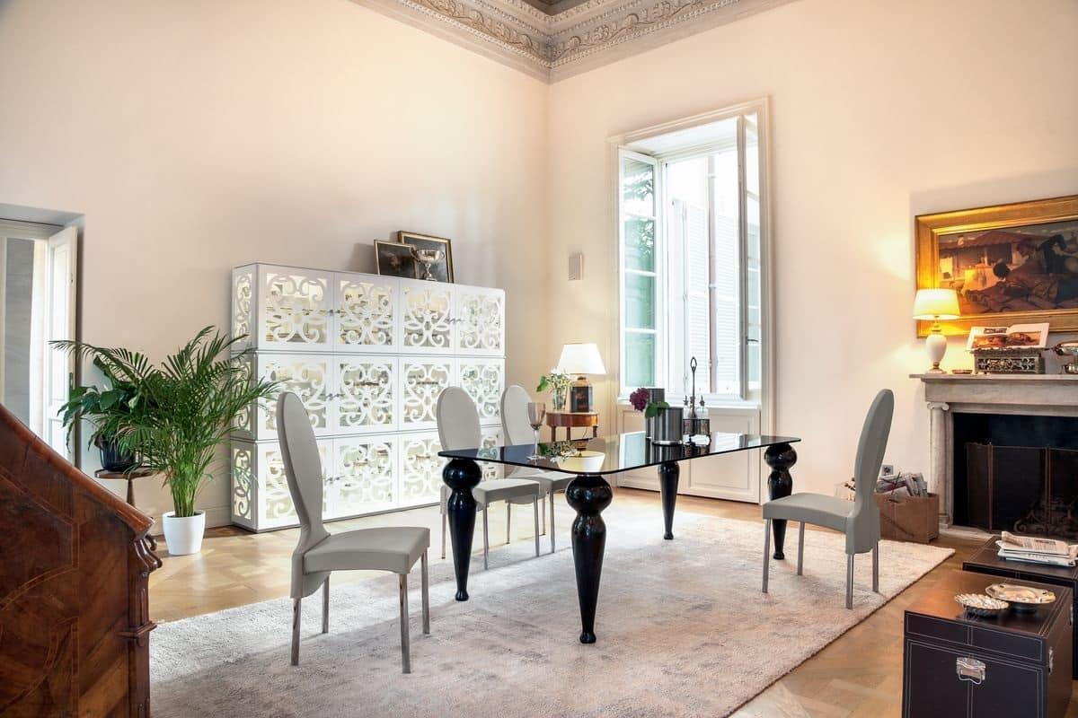 Tavolo da pranzo con piano in vetro e gambe in marmo  IDFdesign
