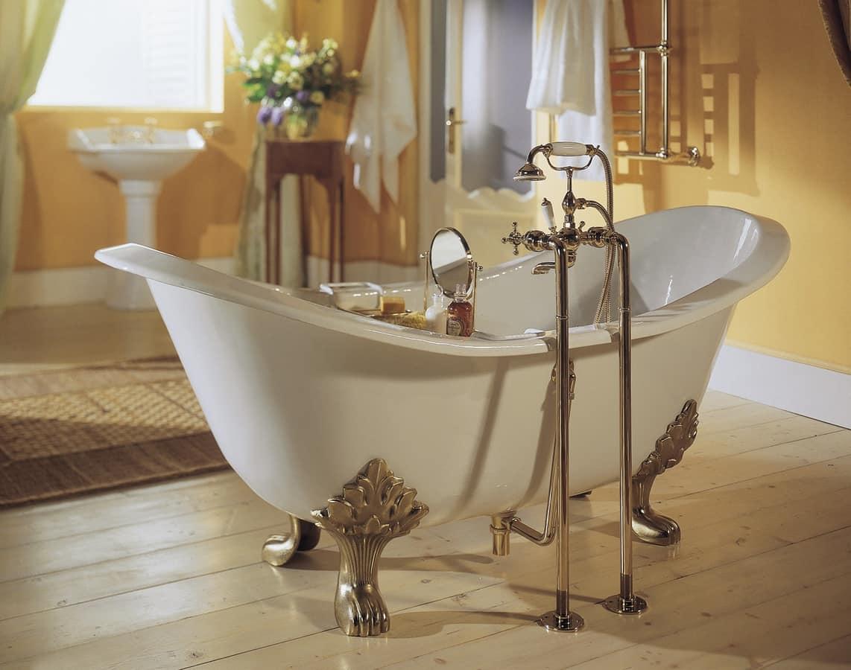 Vasca da bagno con piedi disponibile in varie finiture  IDFdesign