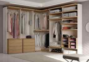 Moderner begehbarer Kleiderschrank mit Winkelelement ...