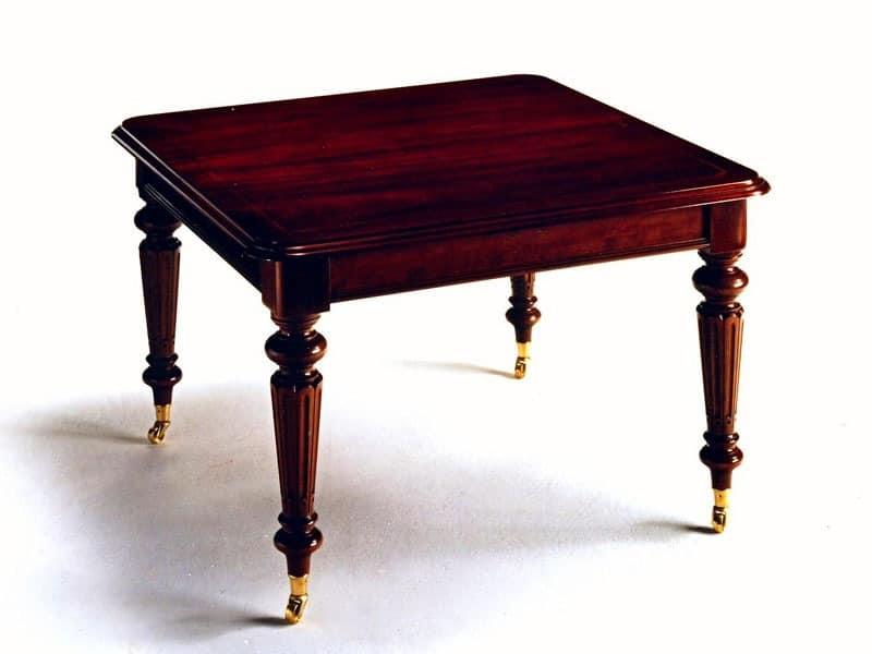 Quadratischen Tisch im klassischen Stil erweiterbar
