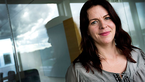Det är inte ditt beslut att lägga ut information om andra. Tänk på dina barn, uppmanar Åsa Schwarz.