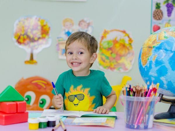 Las razones principales por las cuales un niño puede aprender inglés más fácilmente