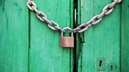 padlock green door chain