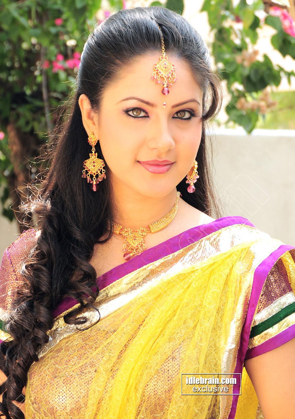 Pooja Bose - Pooja Bose photo gallery - Telugu cinema actress