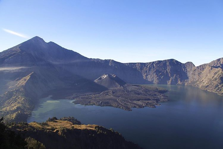 Gunung Favorit Pendaki Pemula di Indonesia