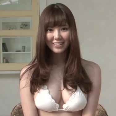 【金子栞】Fカップ2 白ビキニとインタビュー