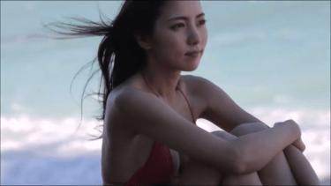 無【石川恋】Dカップ5 紐パンビキニとビーチと風に吹かれながら