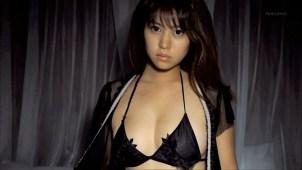 【西崎莉麻】Eカップ2 黒に統一されたセクシー衣装で魅了!