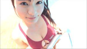 【星名美津紀】Hカップ43 ビキニよりセクシー!?競泳水着っぽいやつで胸の谷間が見えたりおへそが見えたり!