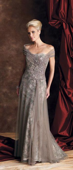 13 gorgeous wedding dresses for older brides for Wedding dresses for plus size mature brides