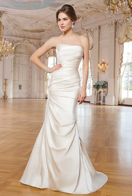 10 Always In-Style, Classic Wedding Gowns
