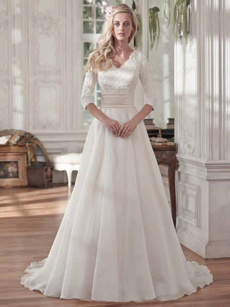 Lace And Organza Come Together Beautifully In This Design Creating Something Thats Both Romantic Light Youll Get Full Length Sleeves A Ruched