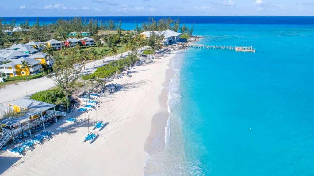The Bahamas destination wedding of over 700 islands