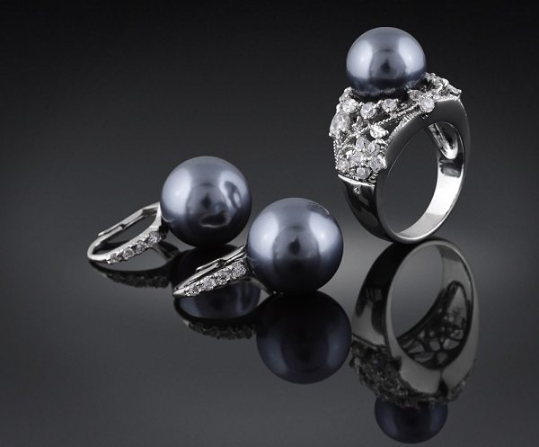 jewelry with black pearl and diamond
