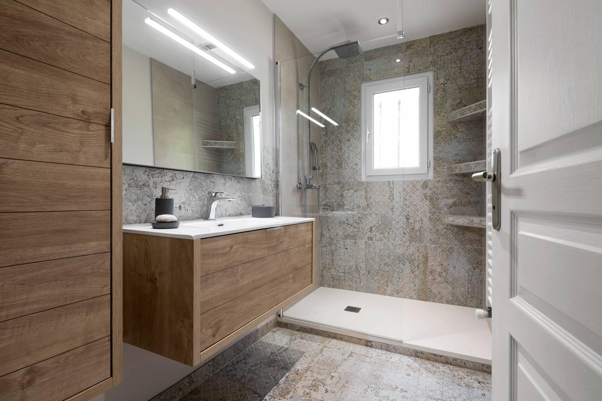 Salle De Bains Deco Entierement Renovee Aix En Provence Carrelage Interieur Et Exterieur A Eguilles Salle Bain Cuisine Et Terrasse