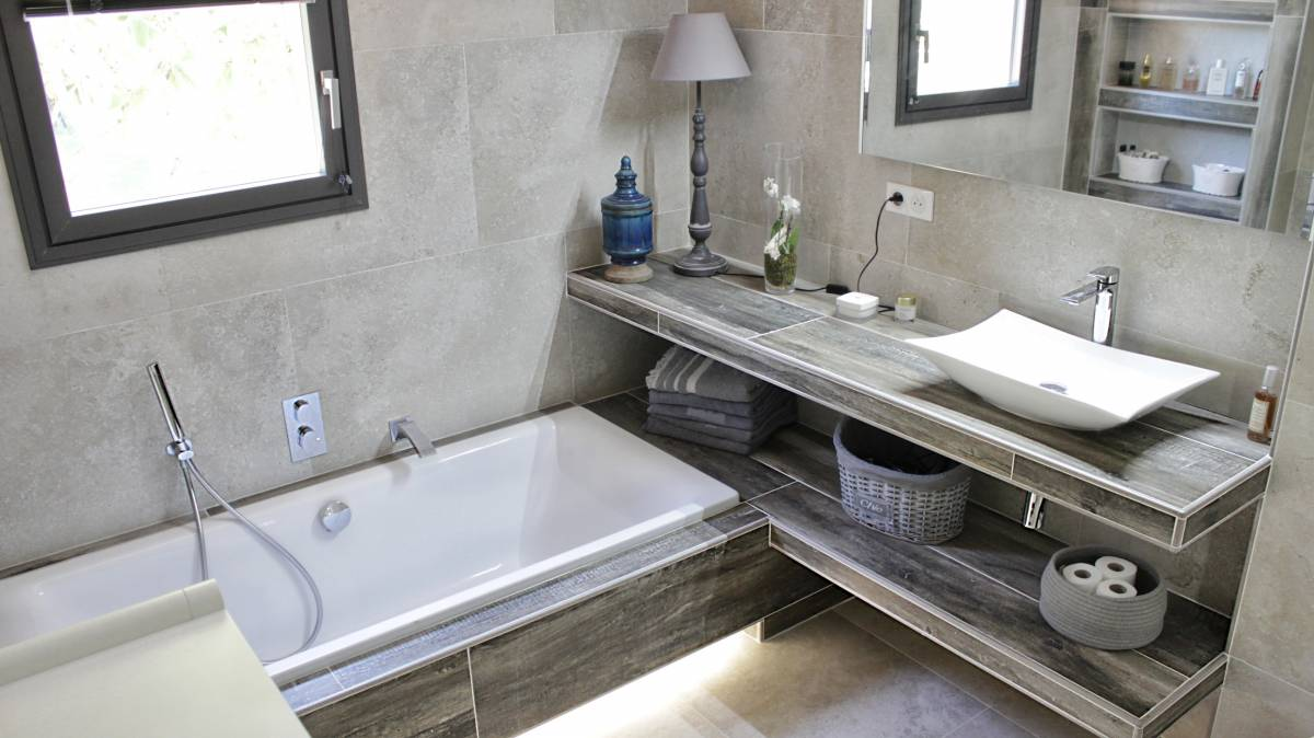 Salle de bains entirement rnove carrelage effet pierre Aix en Provence  Carrelage intrieur