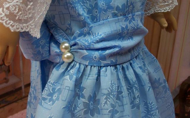 sams blue frock buttons