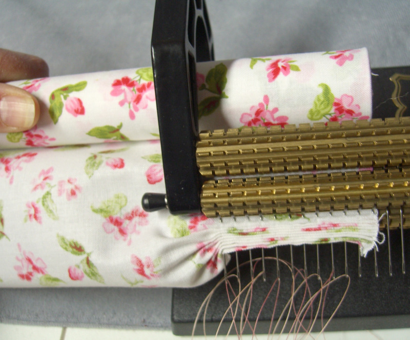 how to use a smocking pleater