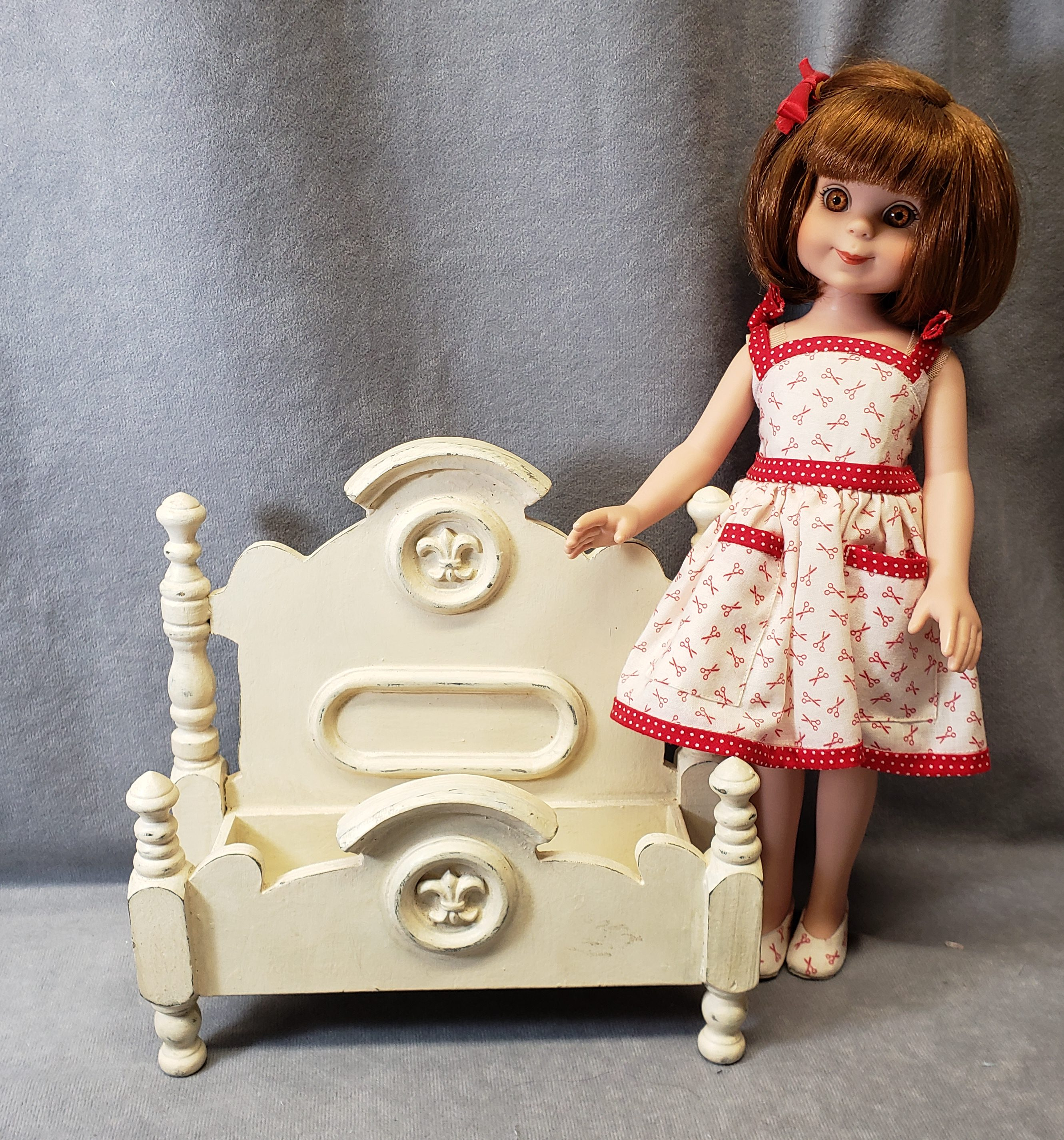 e59c659e4 I looked on Ebay to see if I could find something similar and I did…but  they were vintage doll beds and had a price tag to go with them! EEP!
