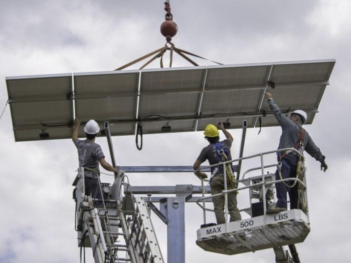 Installation de 15 panneaux solaires sur pointeur solaire IDS Énergie à Saint-Côme, Québec