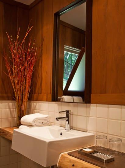 Glen Oaks Big Sur bathroom