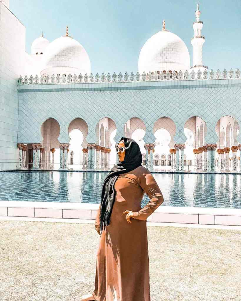 20 photos to inspire you to visit Abu Dhabi - attire for Sheikh Zayed Grand Mosque
