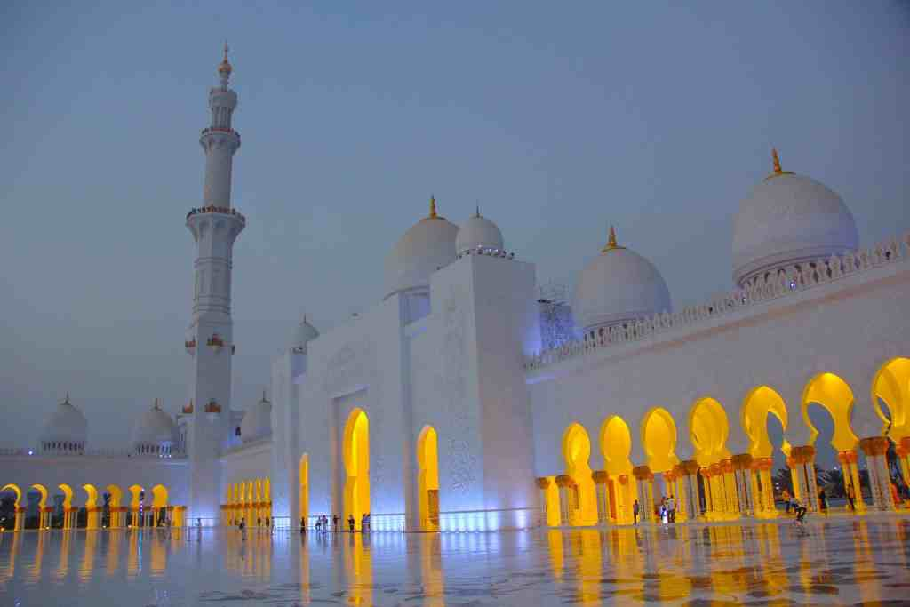 20 photos to inspire you to visit Abu Dhabi - Sheikh Zayed Grand Mosque at night