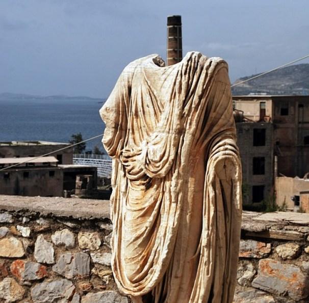 Στην αρχαιότητα η Ελευσίνα ήταν για 2000 χρόνια (1600 π.Χ.-400 μ.Χ.) μία από τις πέντε ιερές πόλεις με τα Ελευσίνια Μυστήρια να προσελκύουν προσκυνητές από όλο τον τότε γνωστό κόσμο. Το όνομα της πόλης έγινε ακόμα πιο γνωστό χάρη στον μεγάλο τραγικό ποιητή Αισχύλο