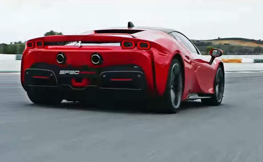 Οι κινητήρες της νέας Ferrari αποδίδουν τετραψήφια ιπποδύναμη στη συνολική ροπή των 1.200 Νm.