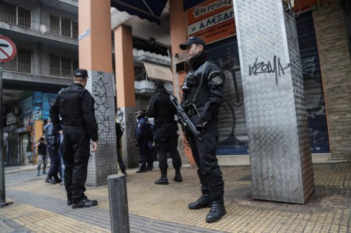 Αστυνομικοί στην οδό Μενάνδρου