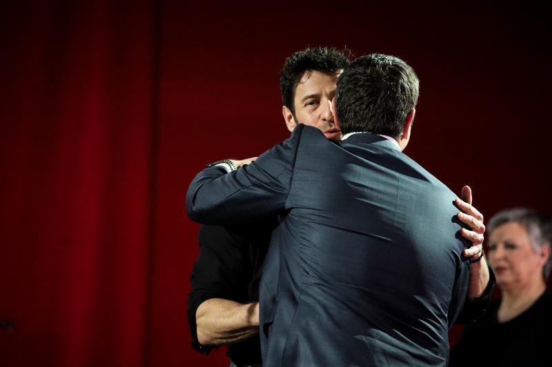 Ο Αλέξης Γεωργούλης αγκαλιά με τον Αλέξη Τσίπρα