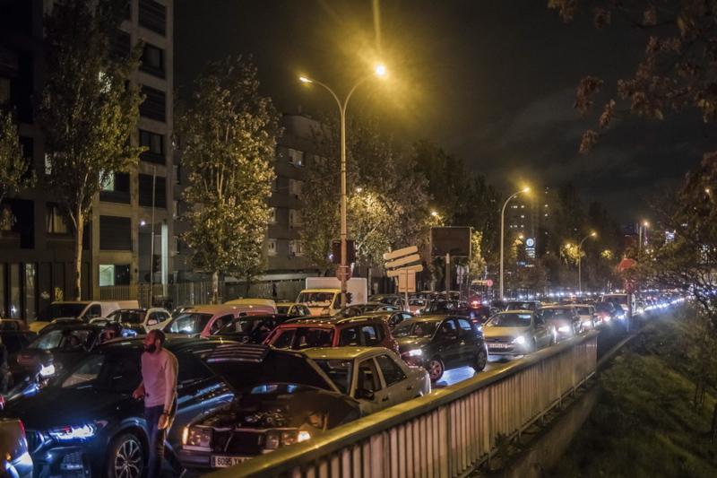 Τεράστια η κίνηση στους δρόμους τόσο εντός του Παρισιού όσο και γύρω από την γαλλική πρωτεύουσα, λίγο πριν το lockdown