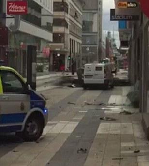 Τρόμος στη Στοκχόλμη: Φορτηγό έπεσε πάνω σε ανθρώπους - 3 νεκροί