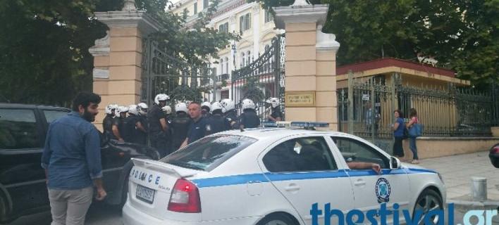 Εισβολή του Ρουβίκωνα στο υπουργείο Μακεδονίας-Θράκης [εικόνες & βίντεο]
