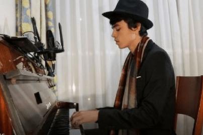 Jorge on piano 2