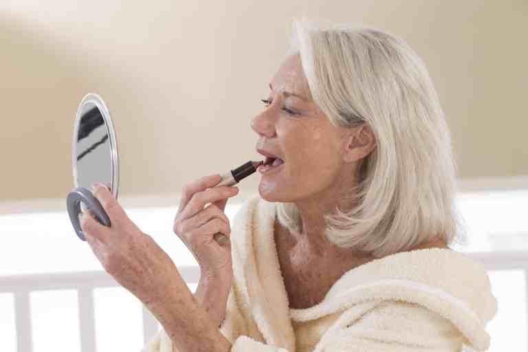Apprendre à se maquiller selon son âge avec le conseil en image / relooking