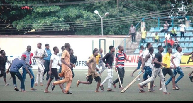 (Video) Match between Kano Pillars Vs Enugu Rangers ends in violence as referee runs for his life