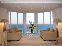 Entertaining and Elegant Open Airy Themed Living Room ...