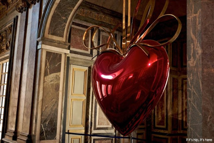 """Jeff Koons, """"Hanging Heart"""" (1994-2006), Versailles"""