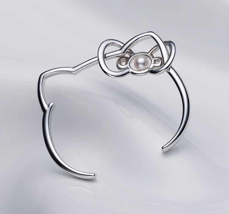 9c42ed1ff The Bangle with pearl bow sells for a base price of ¥ 55,000 (or $525 USD),  with tax Tax ¥ 57,750 (or $552 USD)