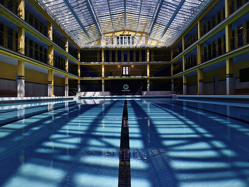 France 39 s molitor swimming baths re open with new rooms for Piscine 50m paris
