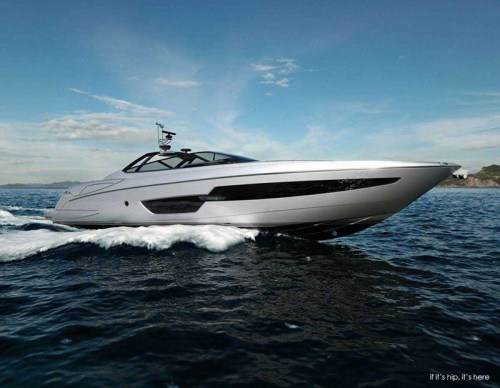Read more about the article The Riva 88' Florida, A New Yacht With Innovative Convertible Hard Top