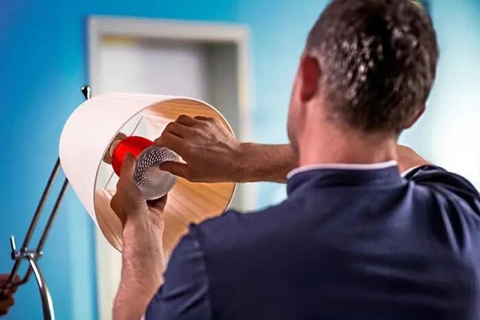 inserting pulse in task lamp