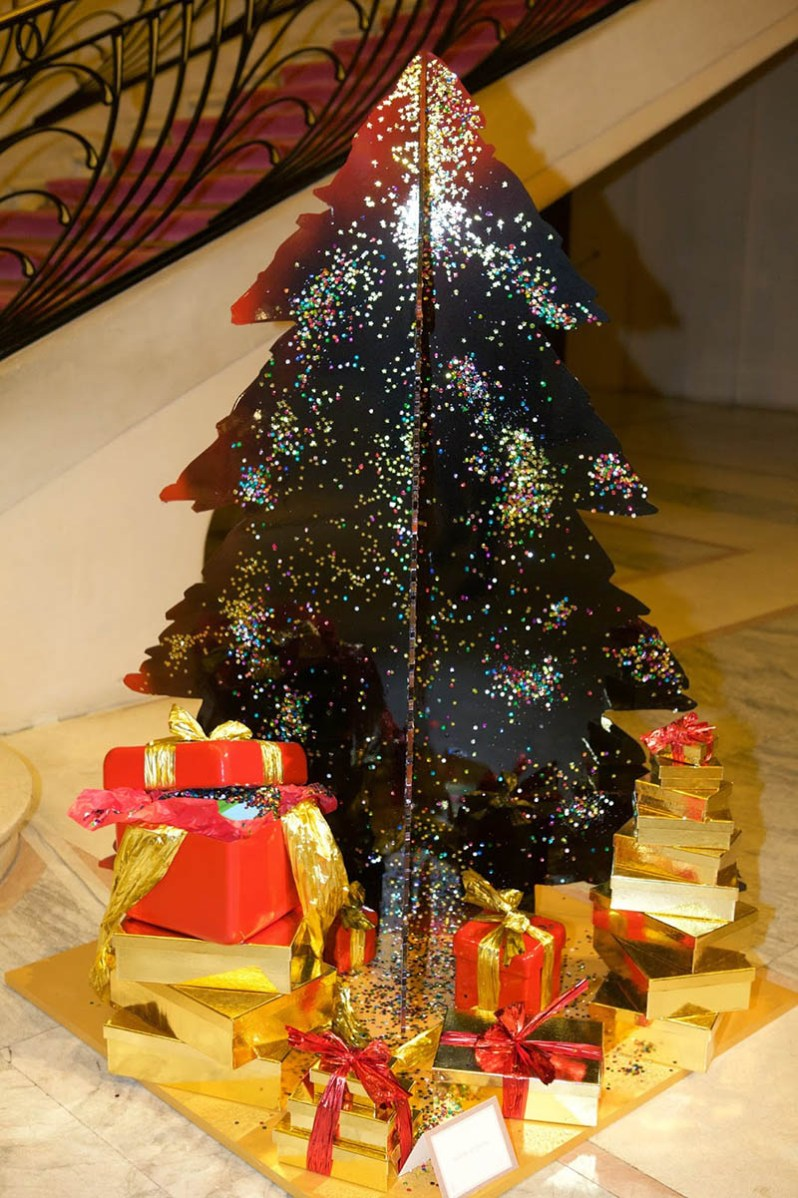 designer s christmas trees the 19th edition of les sapins de noel des createurs if it 39 s hip. Black Bedroom Furniture Sets. Home Design Ideas
